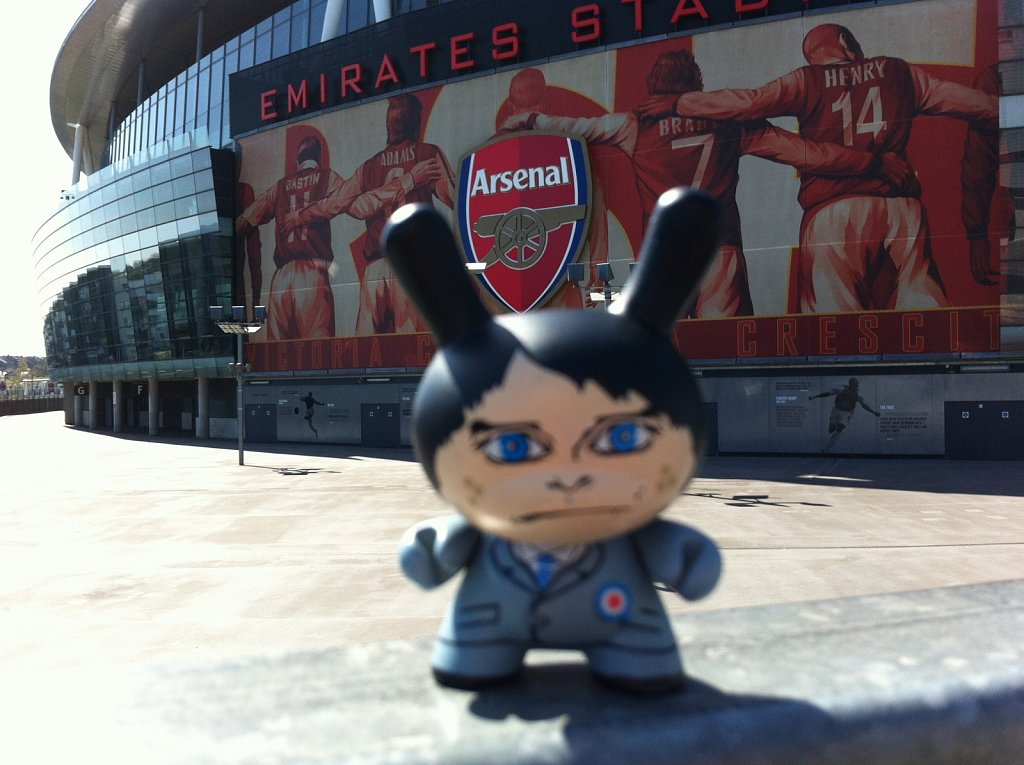 Señor Panchito supports the Gunners. The Blues however, not so much.